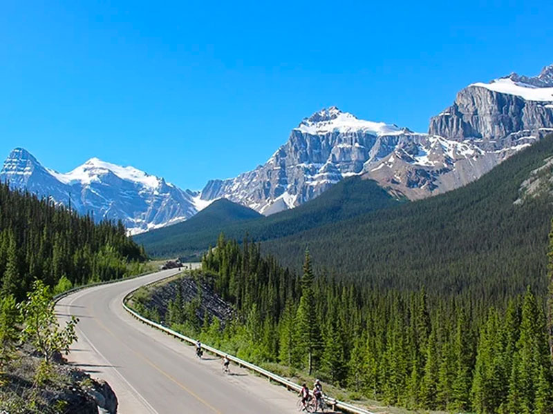 Discover Whistler and the Canadian Rockies Road Trip | Icefield Parkway between Jasper & lake Louise