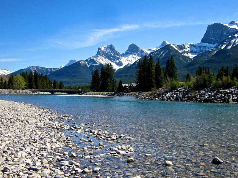 Vancouver & the Canadian Rockies Rail Vacation | Bow River Banff National Park